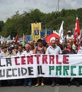 Una delle molte manifestazioni a difesa del parco contro la centrale ENEL