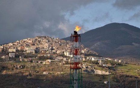 fiaccola del centro olio petrolifero a Viggiano
